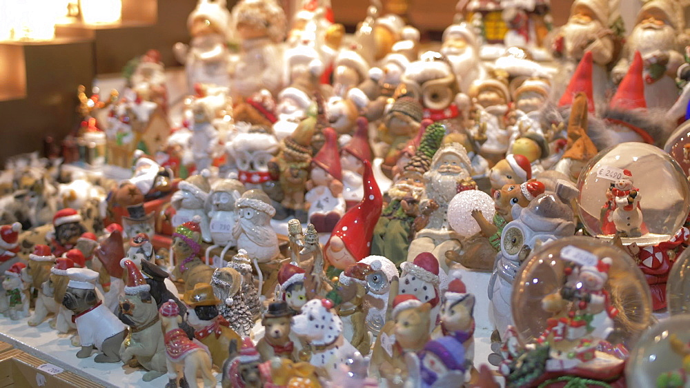 Christmas decorations on Christmas Market in Marienplatz at Christmas, Munich, Bavaria, Germany, Europe