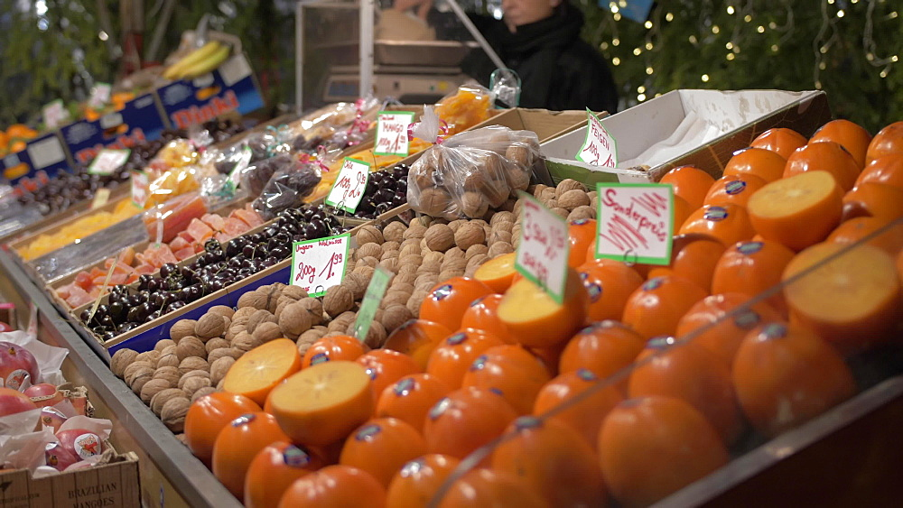 Fruit stall on Christmas Market in Marienplatz at Christmas, Munich, Bavaria, Germany, Europe