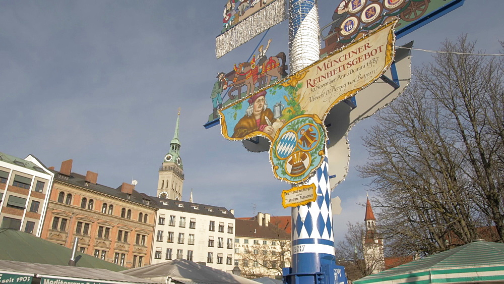 Busy Victuals Market and Christmas decoration, Munich, Bavaria, Germany, Europe