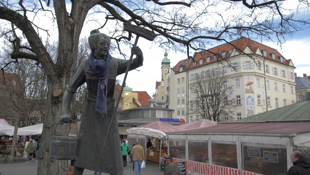 Statue and market stalls in Victuals Market, Munich, Bavaria, Germany, Europe