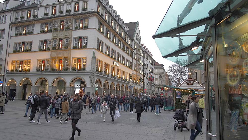 Busy shopping scene, Kaufingerstrasse, Munich, Bavaria, Germany, Europe