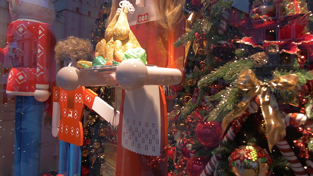 Christmas shop window on Kaufingerstrasse, Munich, Bavaria, Germany, Europe