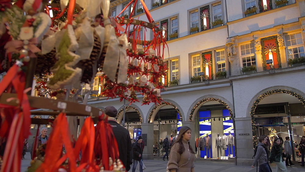 Christmas Market stall on Kaufingerstrasse, Munich, Bavaria, Germany, Europe