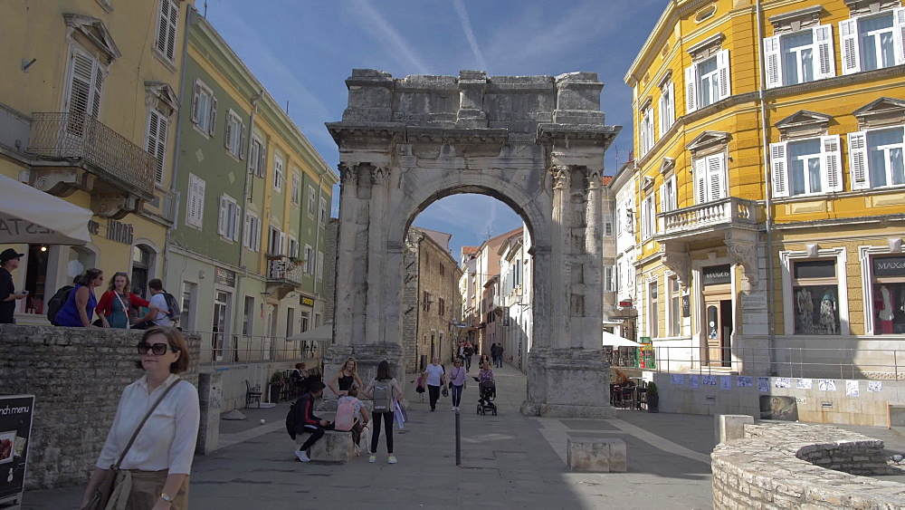 Arch of the Sergii in old town, Pula, Istria County, Croatia, Adriatic, Europe