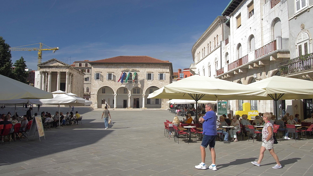 Cafes and buildings on Forum Square in old town, Pula, Istria County, Croatia, Adriatic, Europe