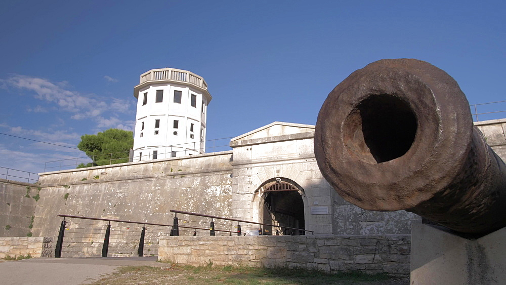 Slider shot of cannon at entrance to Venetian Fortress, Pula, Istria County, Croatia, Adriatic, Europe