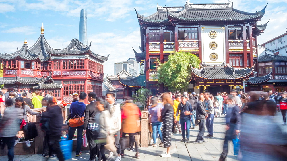 Time lapse of people and Chinese architecture in Yu Yuan Gardens Bazaar, Shanghai, People's Republic of China, Asia