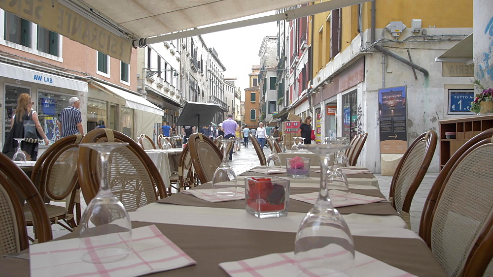 Cafe tables, Venice, UNESCO World Heritage Site, Veneto, Italy, Europe