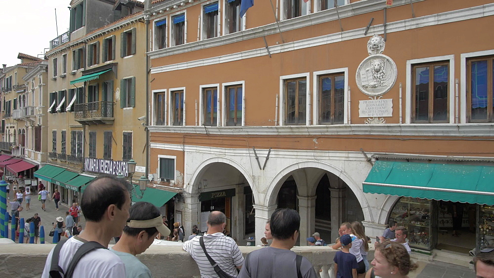 People shopping and walking on Rialto Bridge, Venice, UNESCO World Heritage Site, Veneto, Italy, Europe