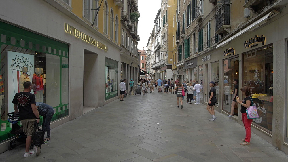 People shopping and walking narrow streets, Venice, UNESCO World Heritage Site, Veneto, Italy, Europe