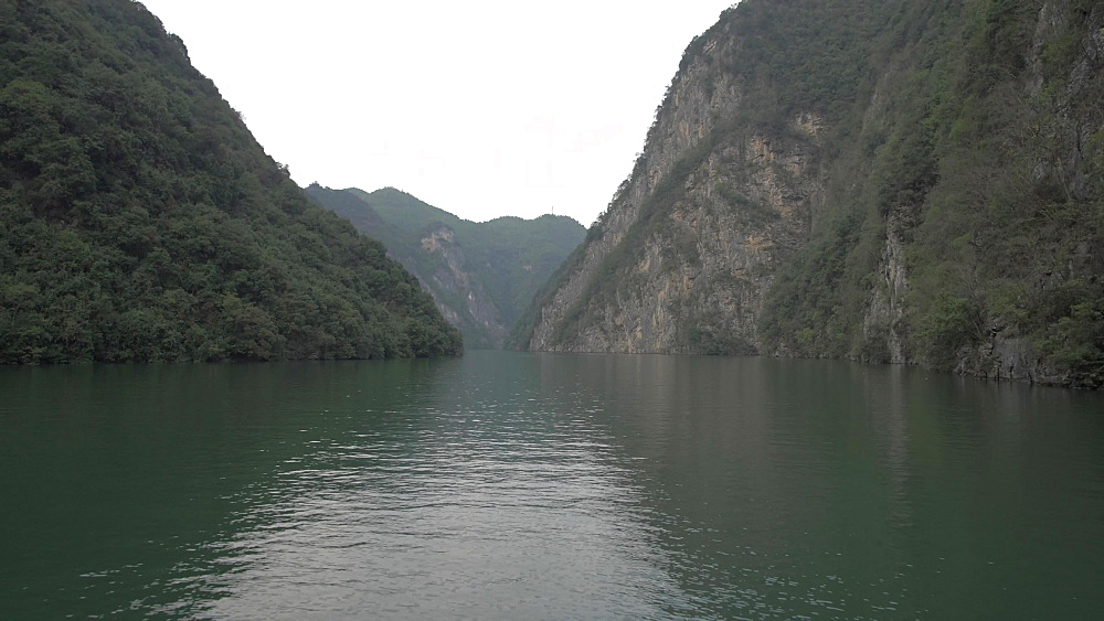 Tracking shot of Qutang Gorge onboard a cruise boat, Three Gorges, Yangtze River, People's Republic of China, Asia