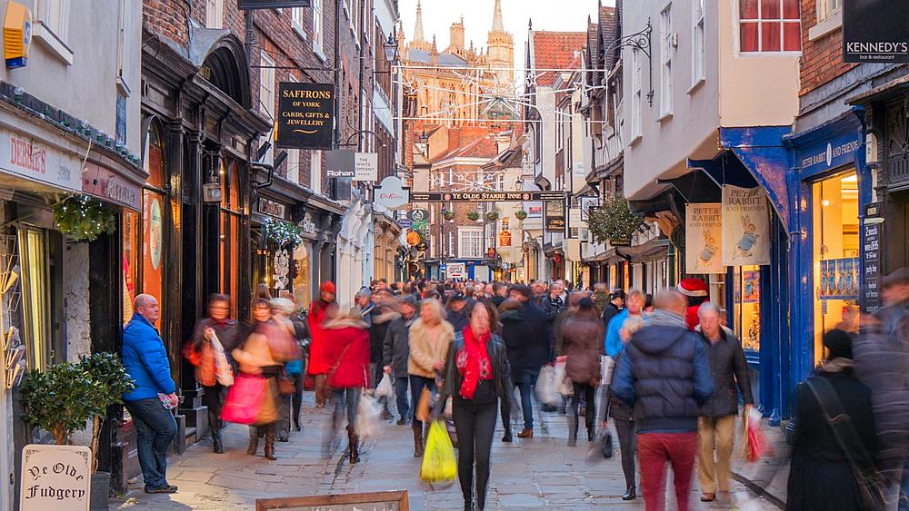 Busy Street and York Minster at Christmas, York, Yorkshire, England, United Kingdom, Europe