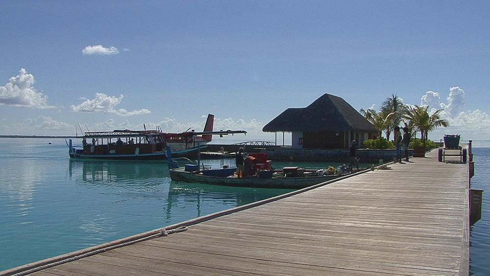 dive boat returns, Indian Ocean, Maldives - 958-876