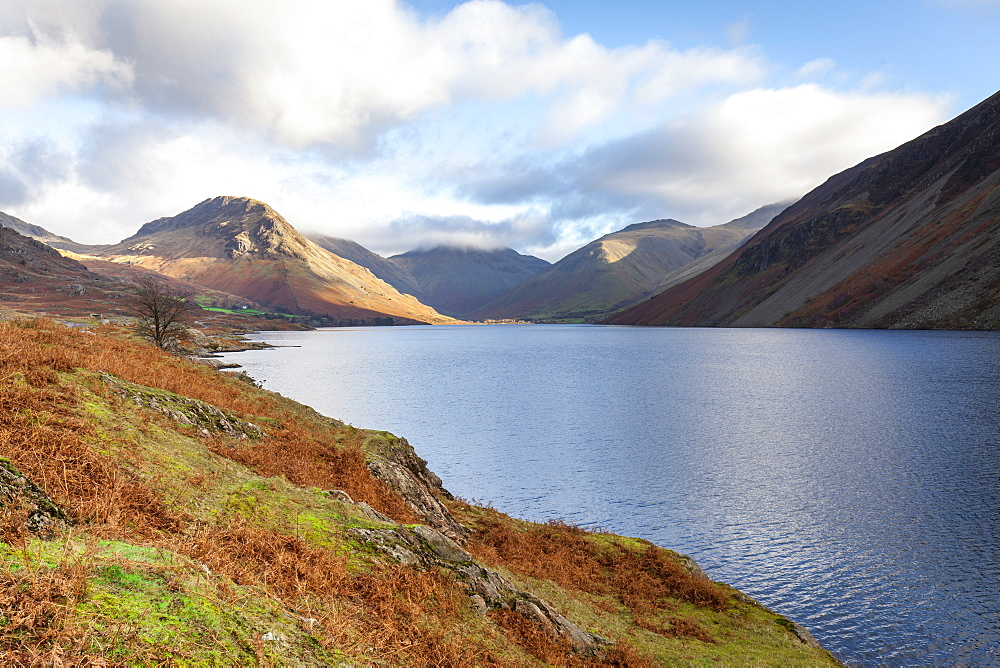 A view of Wast Water towards Scafell Pike on a bright sunny day, Lake District, Cumbria, England, United Kingdom, Europe - 10-449