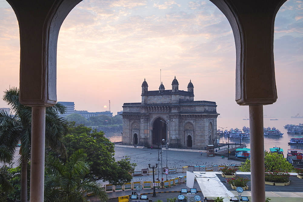 View of Gateway of India, Mumbai, Maharashtra, India, Asia - 1104-1018