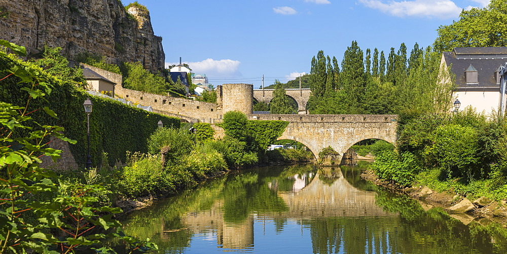 Luxembourg, Luxembourg City, Stierchen stone footbridge and wenzel wall