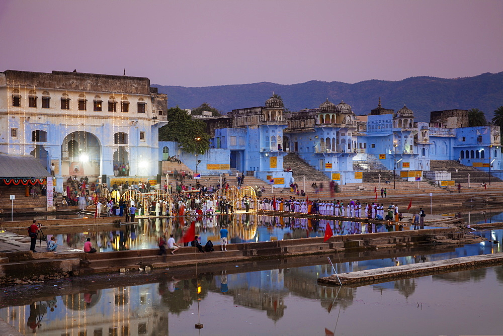 Lakeside ceremony during Pushkar Camel Fair, Pushkar, Rajasthan, India, Asia
