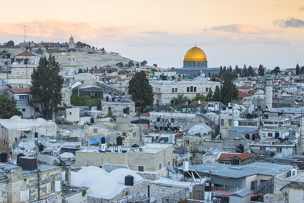 Israel, Jerusalem, View over Muslem Quarter towards Dome of the Rock