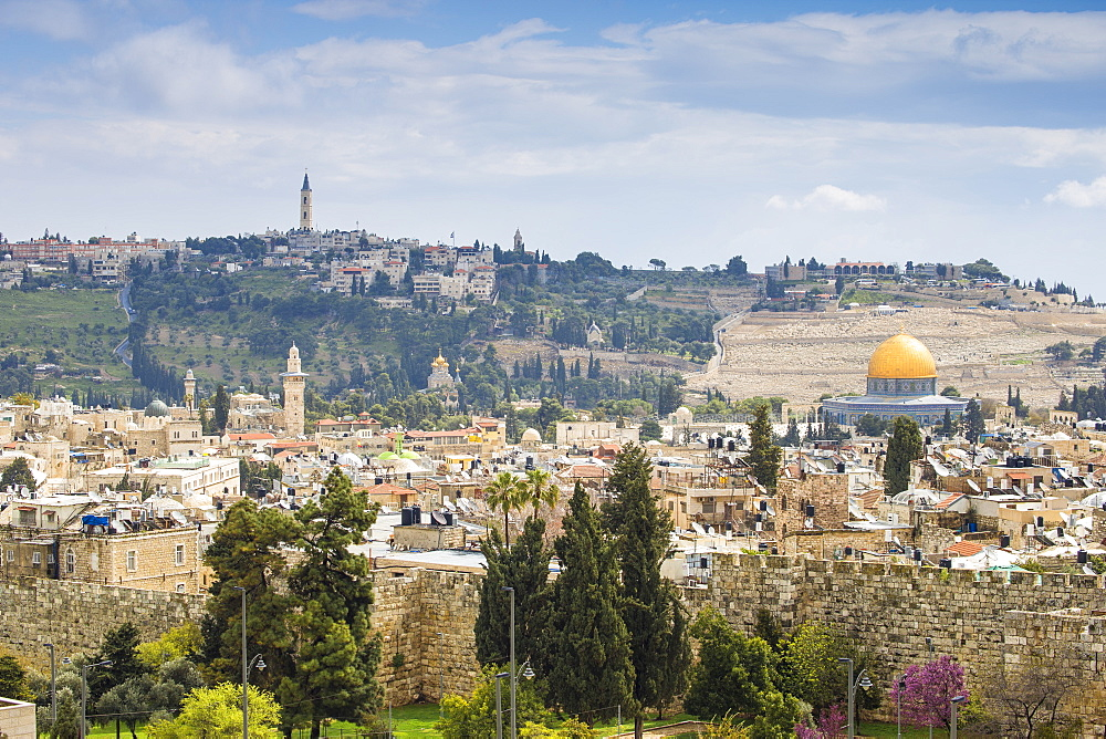 srael, Jerusalem, View over Muslem Quarter towards Dome of the Rock and the Mount of Olives