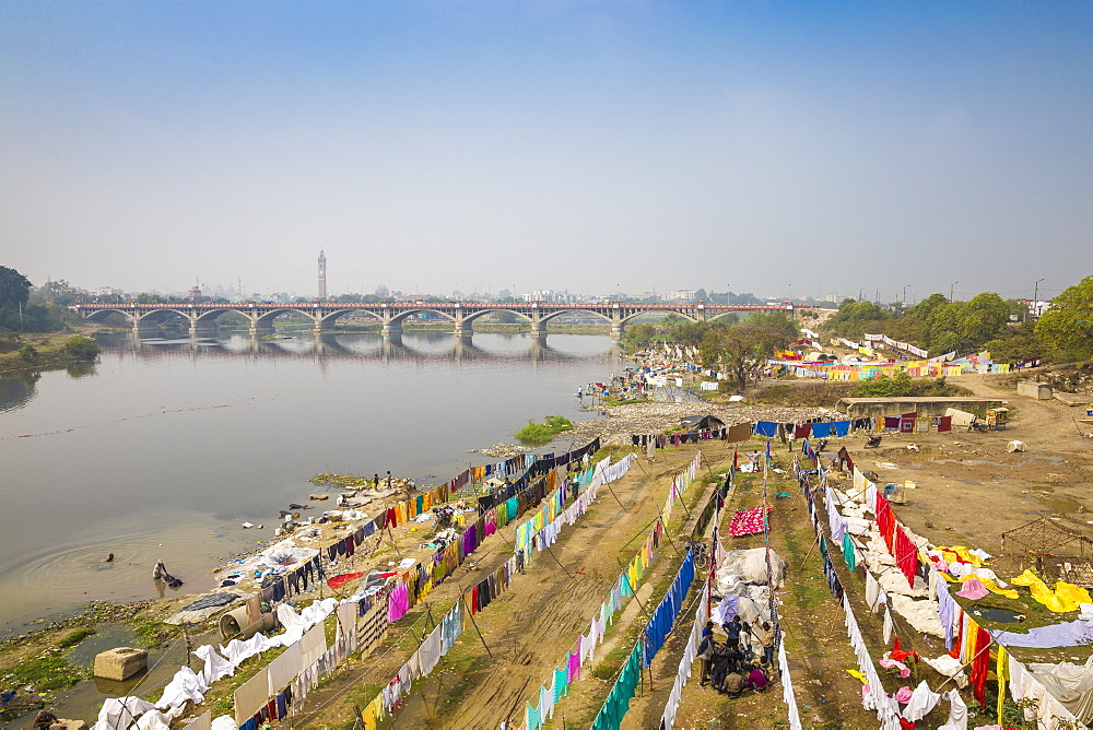 Washing drying on banks of Gomti River, Lucknow, Uttar Pradesh, India, Asia