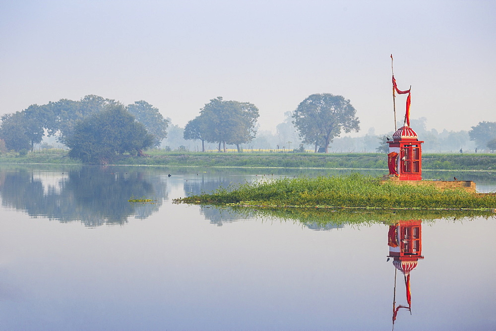 Kuria Ghat Mid River Temple, Lucknow, Uttar Pradesh, India, Asia
