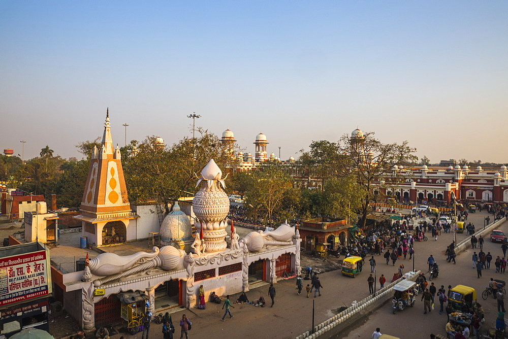 India, Uttar Pradesh, Lucknow, Temple at Railway station