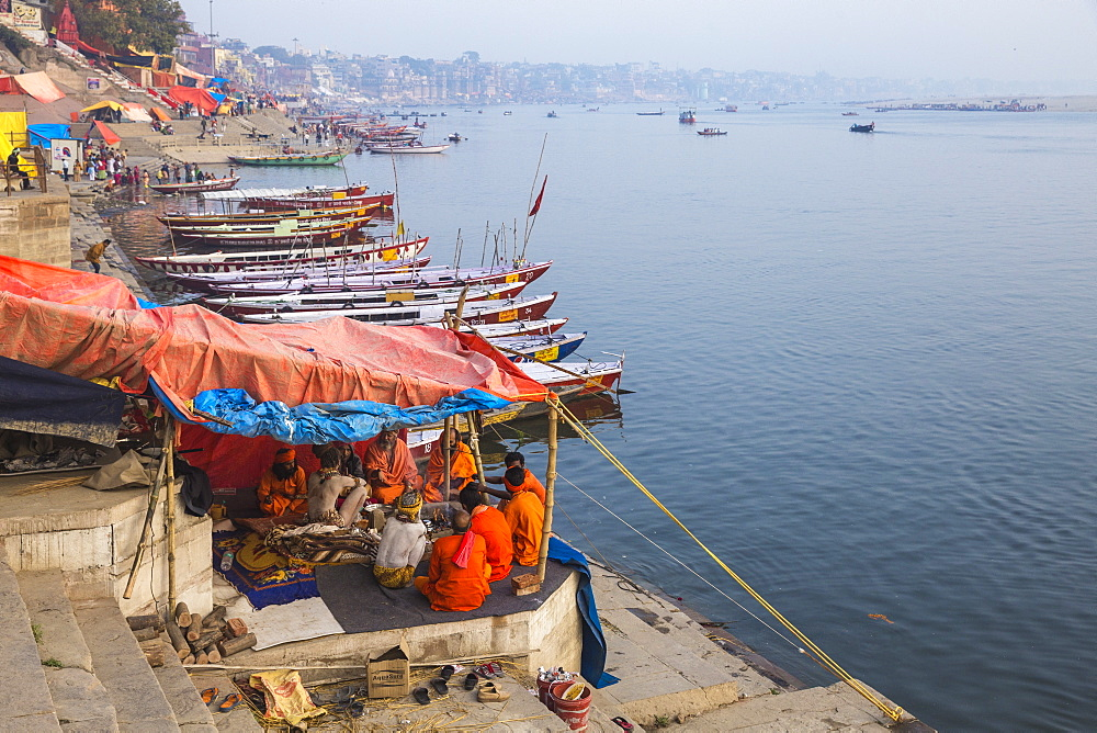 Hindu holy men on banks of Ganges River, Varanasi, Uttar Pradesh, India, Asia