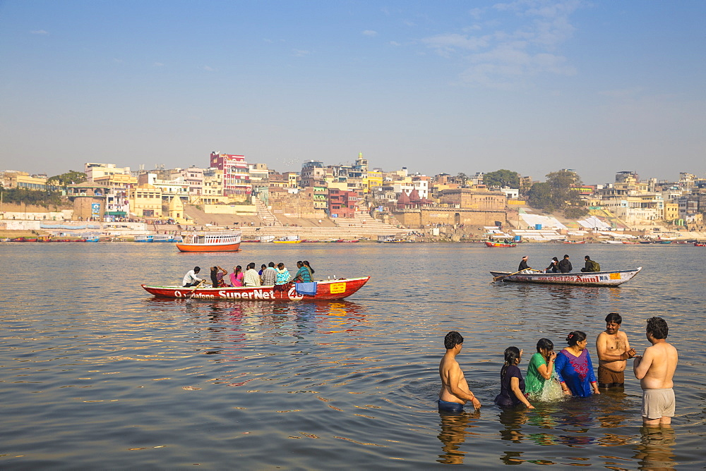 People bathing in Ganges River, Varanasi, Uttar Pradesh, India, Asia
