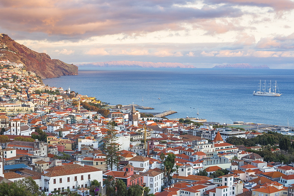 Portugal, Madeira, Funchal, View of city