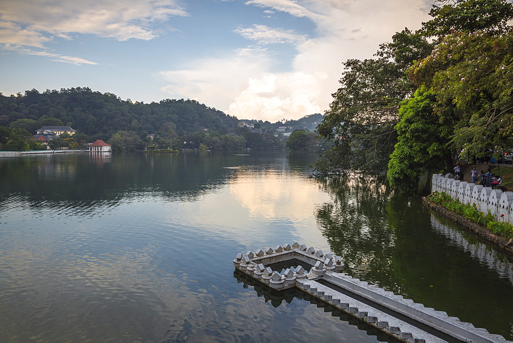 Kandy Lake and the Temple of the Tooth, Kandy, UNESCO World Heritage Site, Central Province, Sri Lanka, Asia - 1104-1673