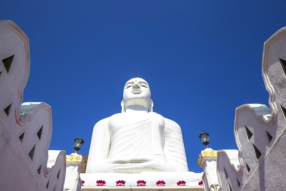 Bahiravokanda Vihara Buddha Statue, Kandy, Central Province, Sri Lanka, Asia