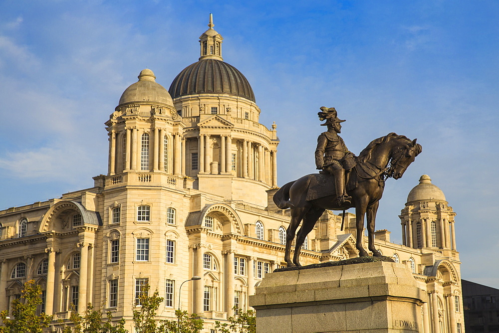 United Kingdom, England, Merseyside, Liverpool, Statue of King Edward VII in front of The Port of Liverpool Building