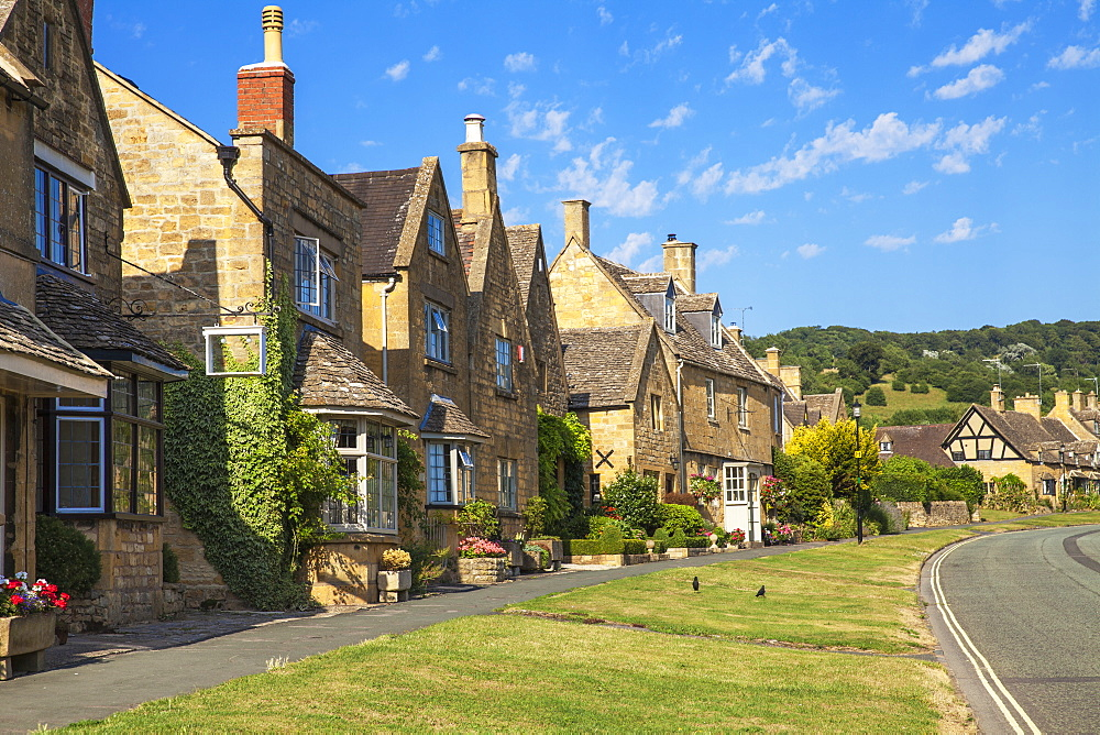 Broadway village, The Cotswolds, Gloucestershire, England, United Kingdom, Europe - 1104-1852