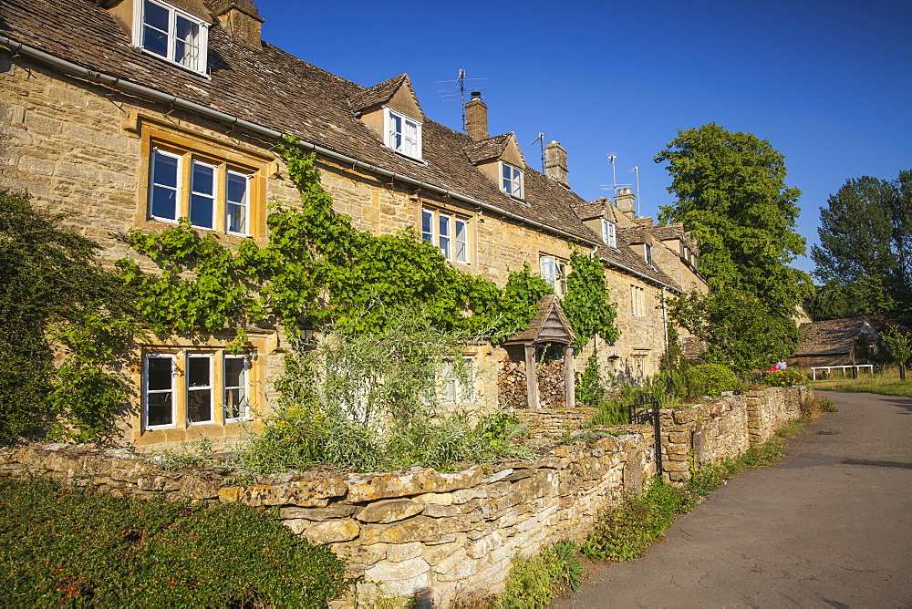 Lower Slaughter village, The Cotswolds, Gloucestershire, England, United Kingdom, Europe - 1104-1854