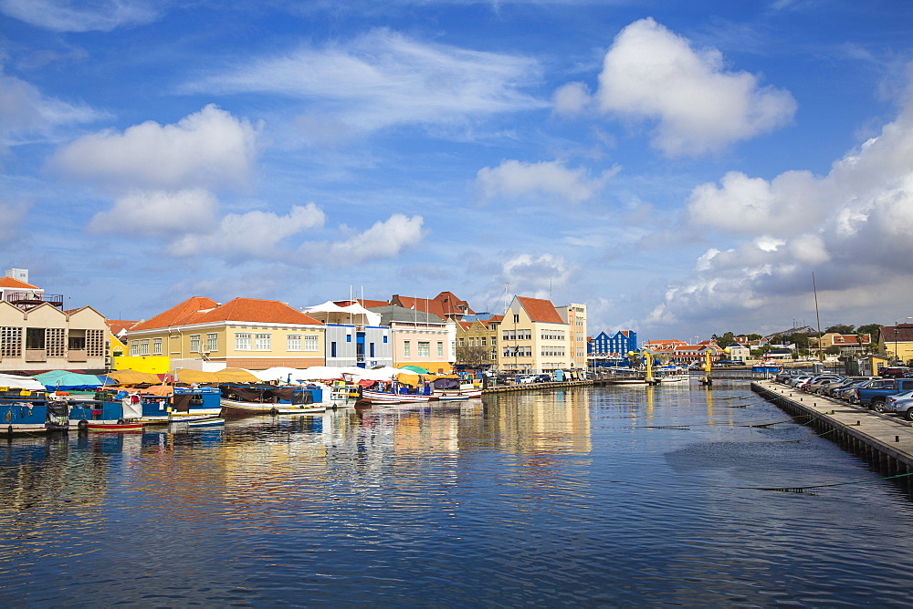 Venezuelan boats at the floating market, Punda, UNESCO World Heritage Site, Willemstad, Curacao, West Indies, Lesser Antilles, former Netherlands Antilles, Caribbean, Central America
