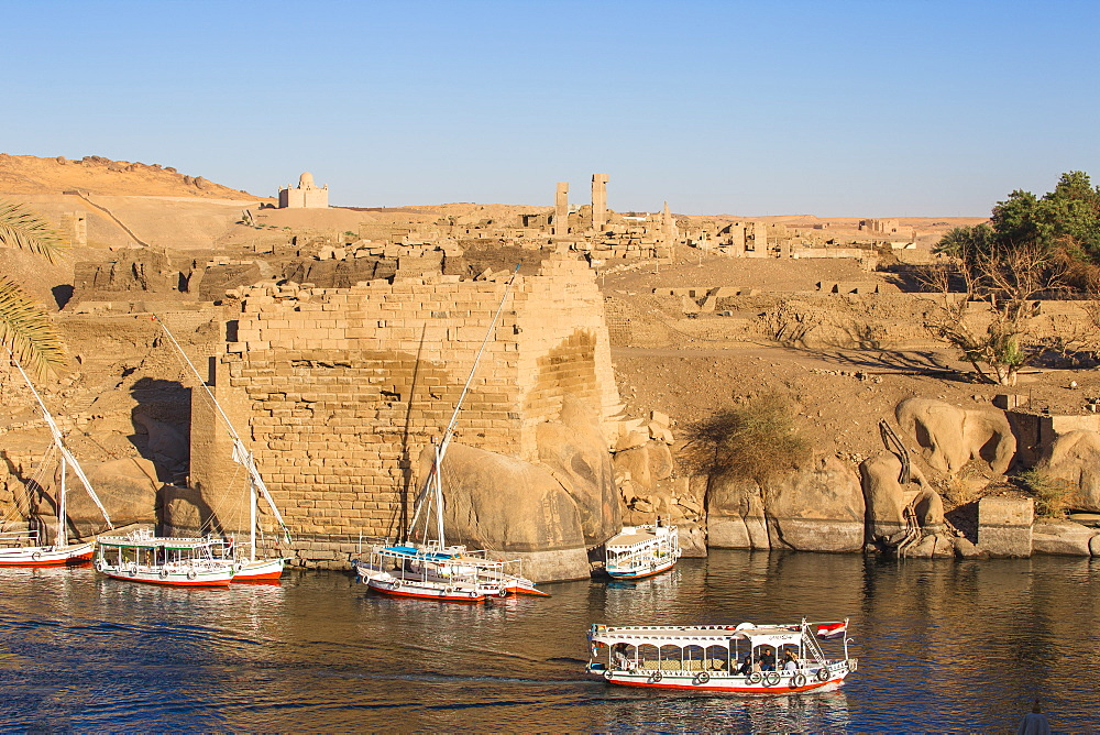 Egypt, Upper Egypt, Aswan, View towards Khnum ruins on Elephantine Island - 1104-789