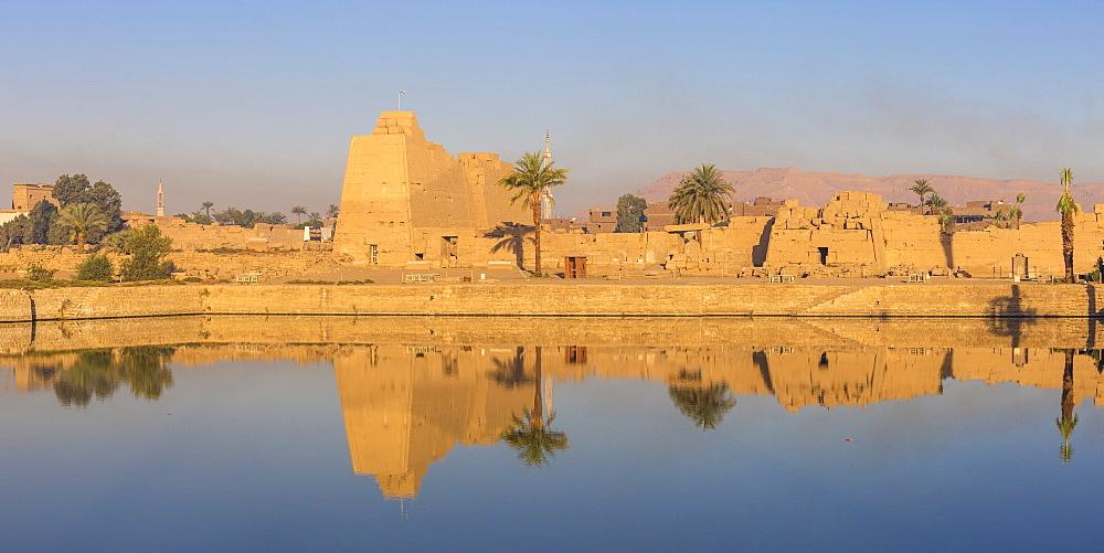 Egypt, Luxor, Sacred Lake at Karnak Temple - 1104-824