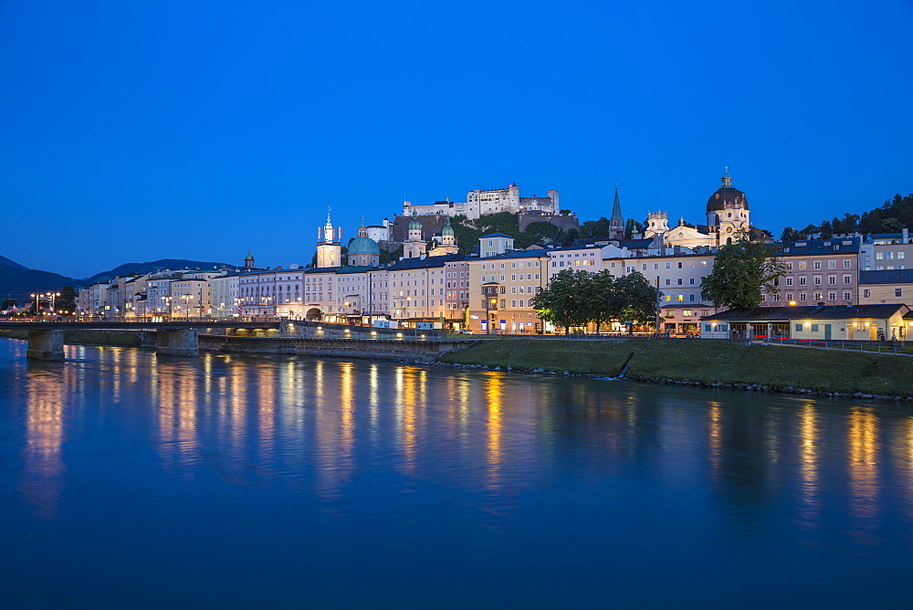 View of Salzach River, Hohensalzburg Castle and the Altstadt (The Old City), UNESCO World Heritage Site, Salzburg, Austria, Europe