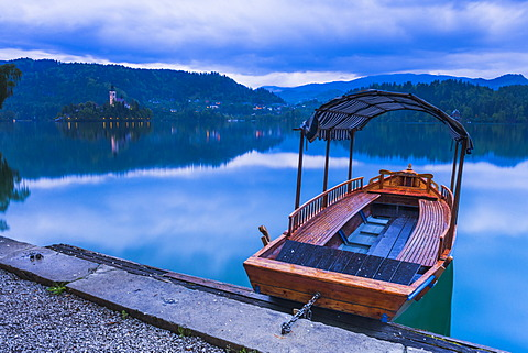 Pletna Rowing Boat, Lake Bled, Bled, Gorenjska, Upper Carniola Region, Slovenia, Europe