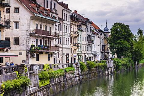 Old houses on the Ljubljanica River front, Old town, Ljubljana, Slovenia, Europe