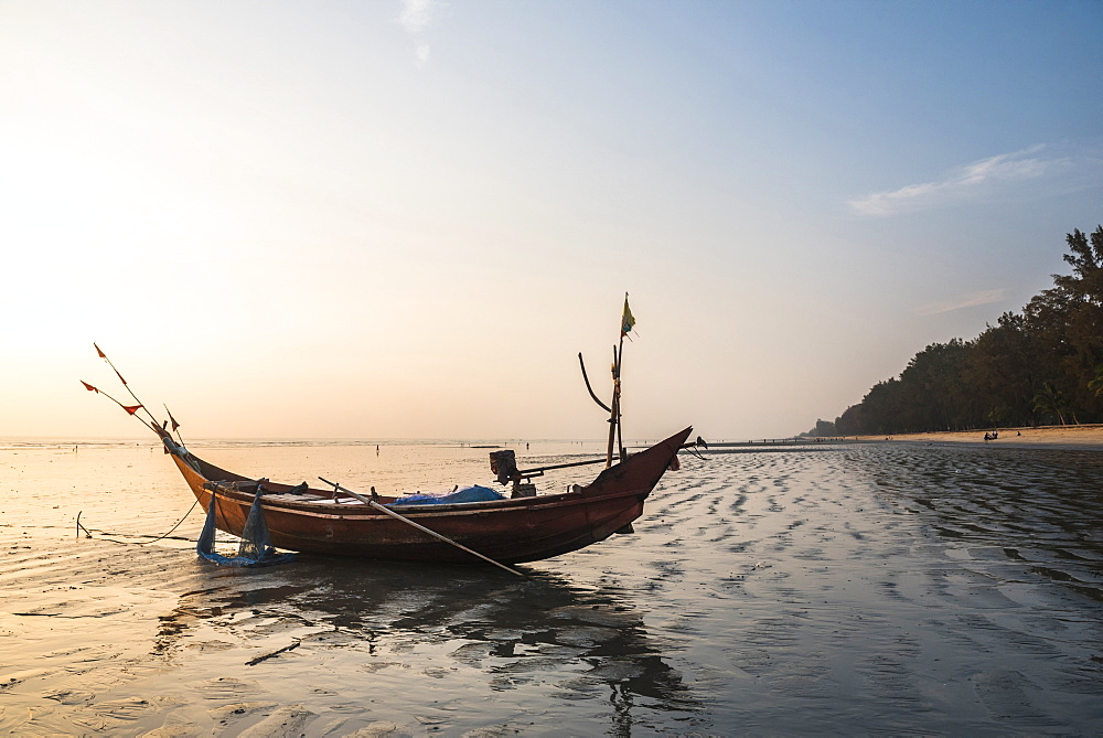 Fishing boat on Maungmagan Beach at sunset, Dawei, Tanintharyi Region, Myanmar (Burma), Asia