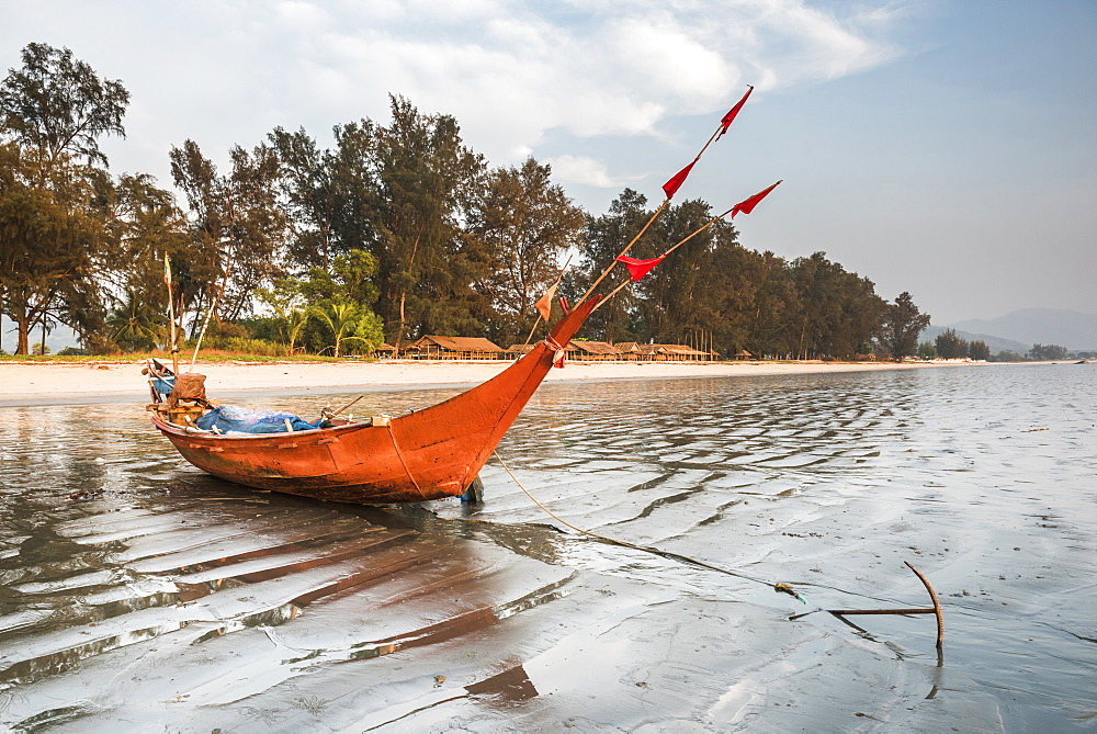 Fishing boat on Maungmagan Beach, Dawei, Tanintharyi Region, Myanmar (Burma), Asia