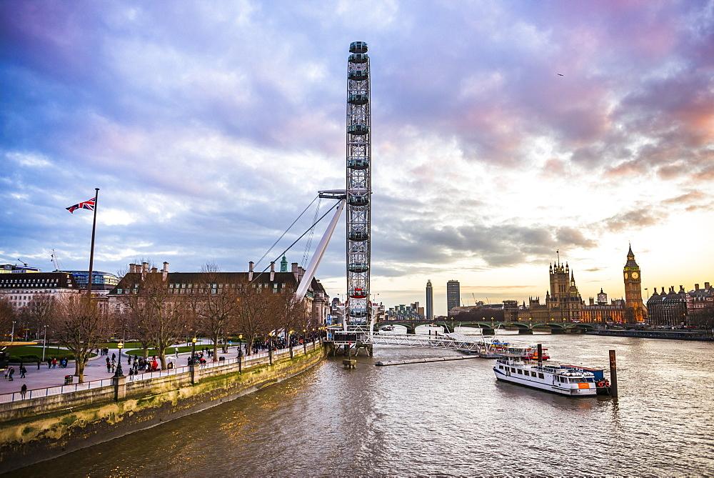 London Eye (Millennium Wheel) and River Thames at sunset, London Borough of Lambeth, England, United Kingdom, Europe
