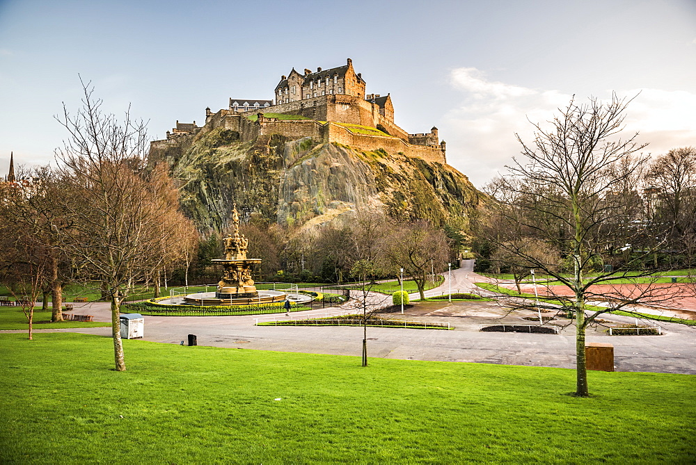 Edinburgh Castle, UNESCO World Heritage Site, seen from Princes Street Gardens at sunset, Edinburgh, Scotland, United Kingdom, Europe - 1109-3086