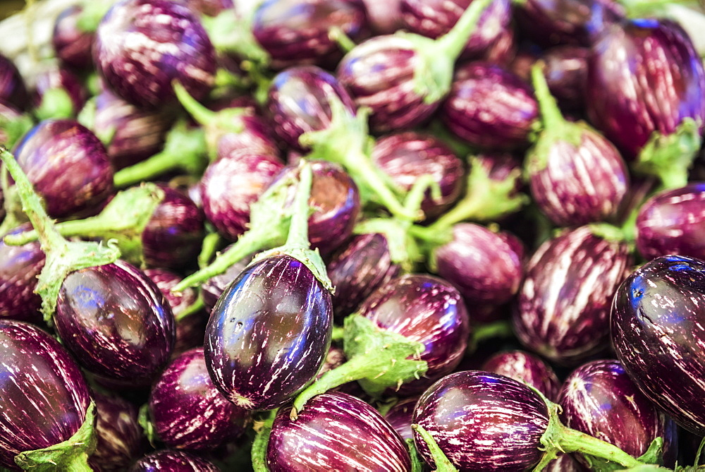 Eggplant (aubergines) for sale in Chaudi Market, Goa, India, Asia