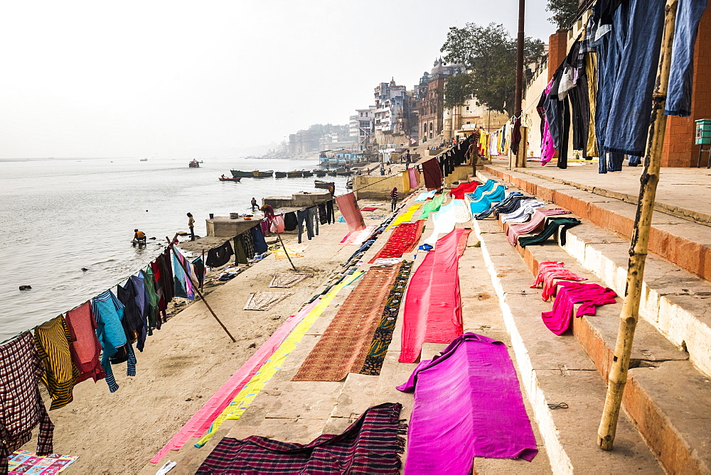 Washing drying on ghats next to the River Ganges, Varanasi, Uttar Pradesh, India, Asia - 1109-3155