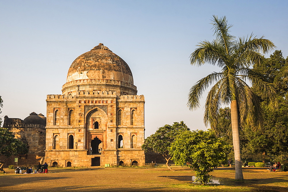Bara Gumbad and Mosque, Lodhi Gardens (Lodi Gardens), New Delhi, India, Asia