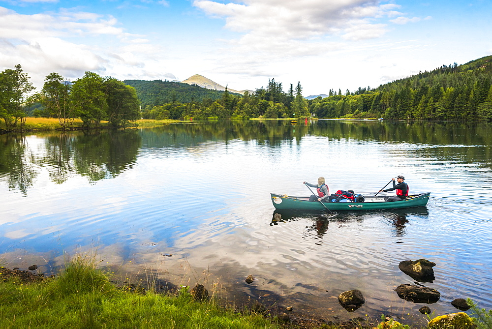 Canoeing Loch Oich, along the Caledonian Canal, near Fort William, Scottish Highlands, Scotland, United Kingdom, Europe