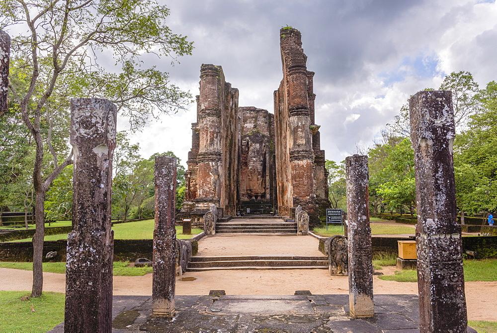 Buddha statue at Lankatilaka Gedige, Polonnaruwa, UNESCO World Heritage Site, Sri Lanka, Asia