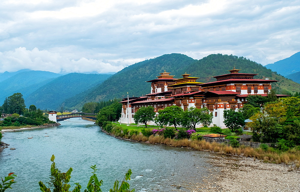 Punakha Dzong, a 17th century fortress on both Pho and Mo Chhu Rivers, Bhutan, Asia